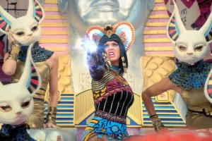 Katy Perry Dark Horse2