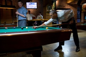 Obama plays pool